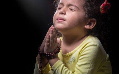 Consagración de los niños a María